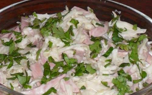 Рецепт Салат с колбасой и капустой