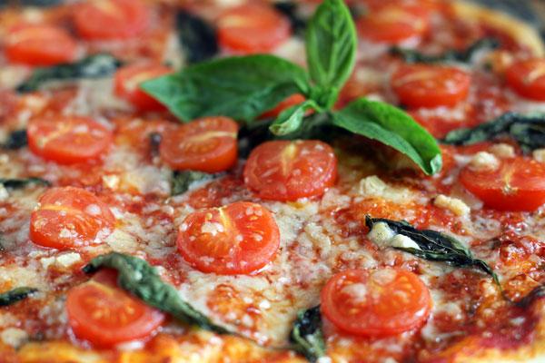 Рецепт Пицца с помидорами черри и базиликом