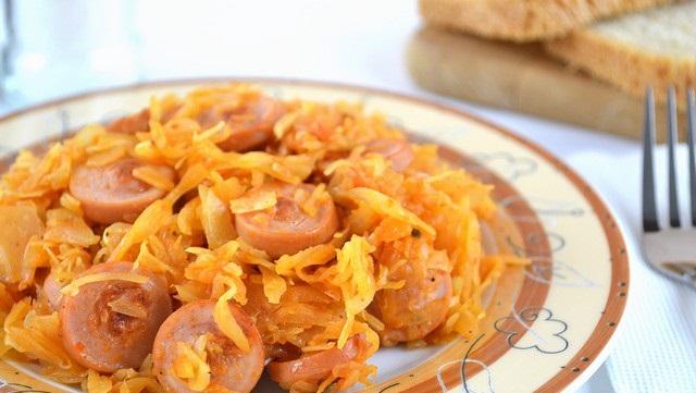 Рецепт Тушеная капуста с сосисками