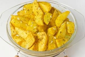 Рецепт Пряный золотистый картофель