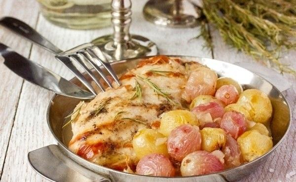 Рецепт Куриная грудка с виноградом