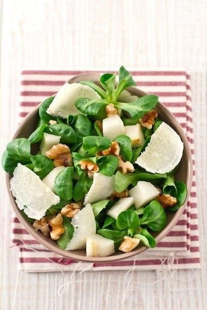 Рецепт Салат с грушей и пармезаном