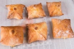 Рецепт Булочки с моцареллой и помидорами