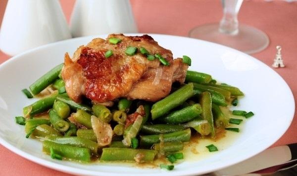 Рецепт Курица в красном вине со стручковой фасолью