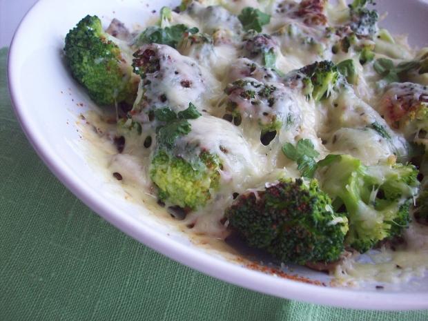 Рецепт Брокколи с грибами под сыром
