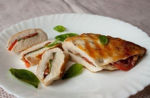 Рецепт Курица с томатами и базиликом