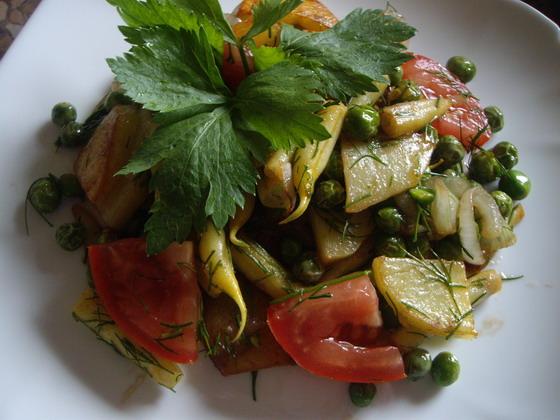 Рецепт Теплый картофельный салат с горошком и фасолью