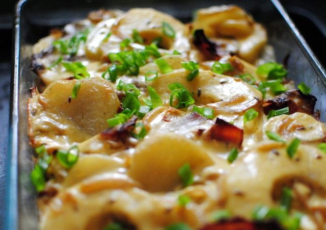 Рецепт Картофельная запеканка с беконом и яблоками